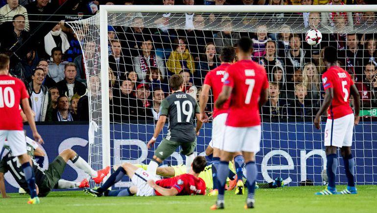 Вчера. Осло. Норвегия - Германия - 0:3. 16-я минута. Первый гол Томаса МЮЛЛЕРА (№13). Фото AFP