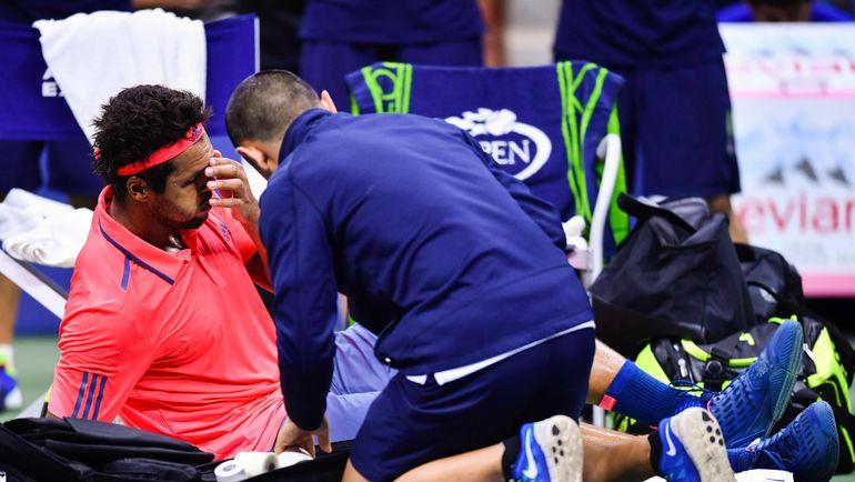 Вторник. Нью-Йорк. Жо-Вилфрид ЦОНГА получает медицинскую помощь. Фото AFP