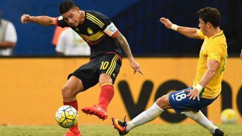 Жулиану помог Бразилии, Суарес и Кавани вернули лидерство, Аргентина отыгралась без Месси
