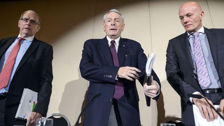 Доклад главного обвинителя России Ричарда ПАУНДА (в центре, слева - Ричард МАКЛАРЕН) осенью 2015 года развязал настоящую войну ВАДА против России. Фото AFP