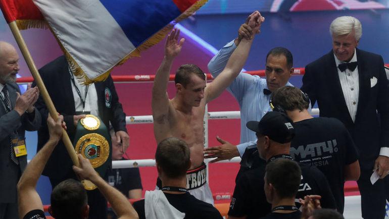 Эдуард ТРОЯНОВСКИЙ празднует победу. Фото REUTERS