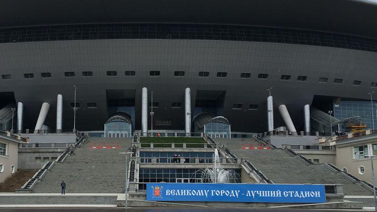 """Фонтан перед главным входом арены на Крестовском острове. Фото Гоша ЧЕРНОВ, """"СЭ"""""""