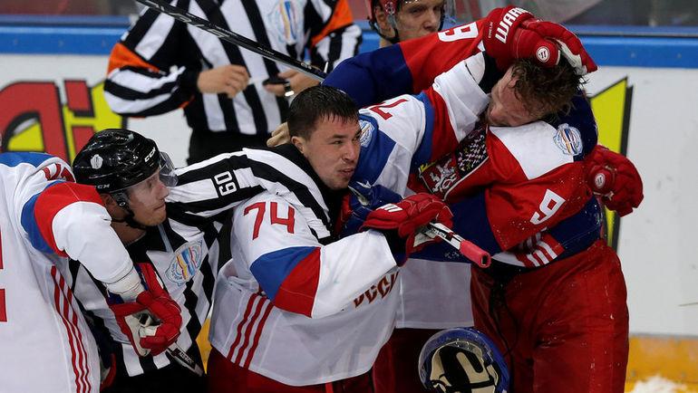 Алексей ЕМЕЛИН против Милана МИХАЛИКА. Фото REUTERS