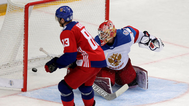 Семен ВАРЛАМОВ в субботней Праге дотащил сборную до серии буллитов. Фото REUTERS
