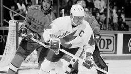 Капитан сборной Канады Уэйн ГРЕТЦКИ стал лучшим бомбардиром Кубка Канады-1984.