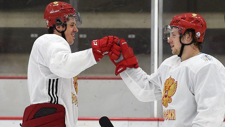 Евгений МАЛКИН (слева). Фото ФХР