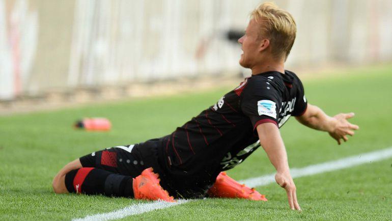 """Йоэль ПОХЬЯНПАЛО празднует один из трех своих голов в ворота """"Гамбурга"""". Фото AFP"""