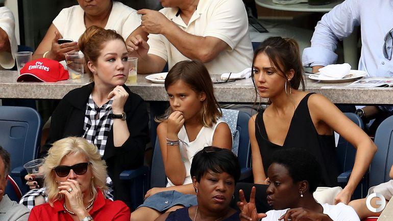 Вчера. Нью-Йорк. Актриса Джессика АЛЬБА (справа) со своей дочкой (в центре).