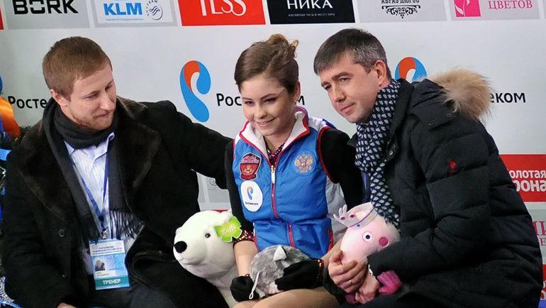 Юлия ЛИПНИЦКАЯ с тренером Алексеем УРМАНОВЫМ (справа). Фото Ксения НУРТДИНОВА