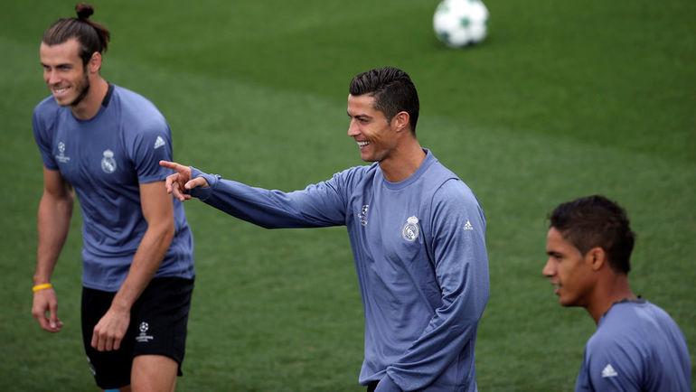"""Вторник. Мадрид. Тренировка """"Реала"""". Гарет БЭЙЛ, Криштиану РОНАЛДУ и Рафаэль ВАРАН."""