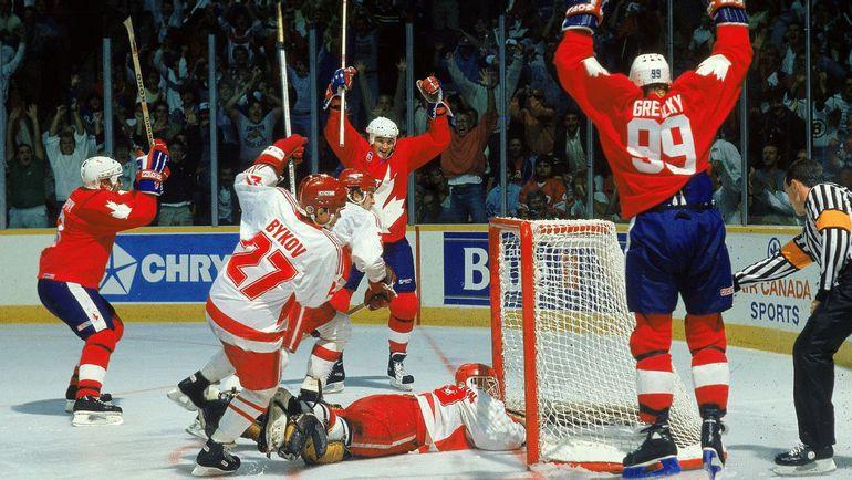 Уэйн ГРЕТЦКИ (№99) празднует гол в ворота сборной СССР. Фото thebloggerstribune.com