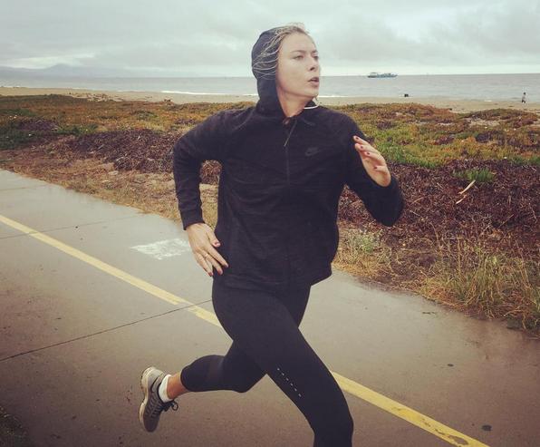 Мария ШАРАПОВА совершает пробежки на природе.