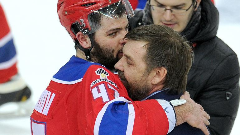 Александр РАДУЛОВ (слева) и Олег ЗНАРОК. Фото photo.khl.ru