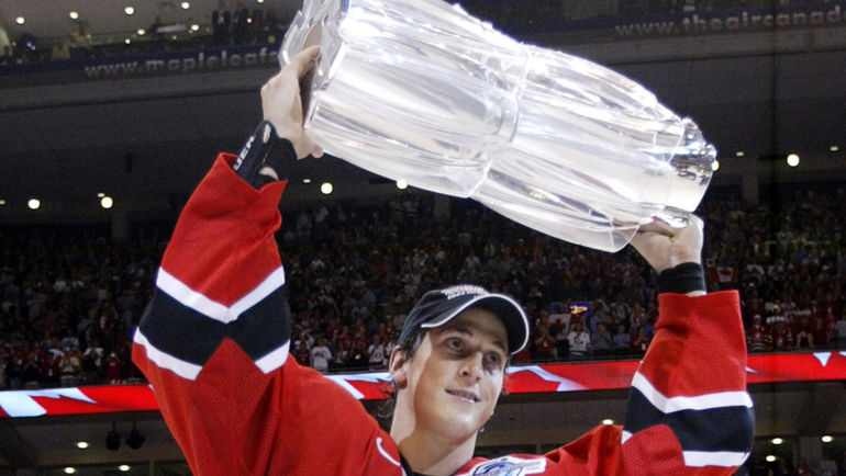 Венсан ЛЕКАВАЛЬЕ с трофеем. Фото REUTERS