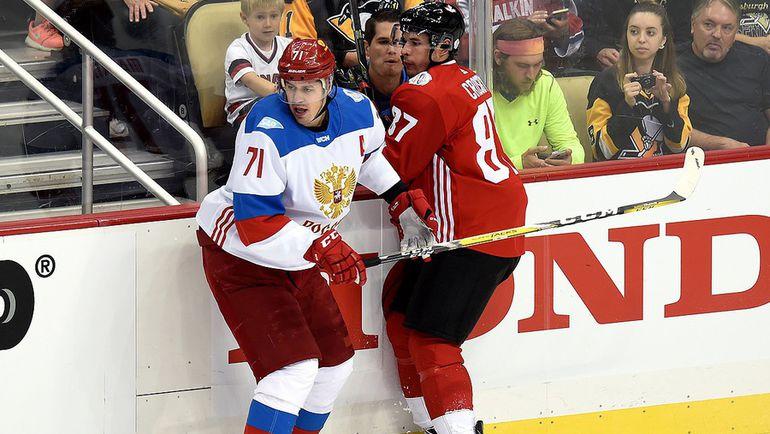 Евгений МАЛКИН (слева) и Сидни КРОСБИ. Фото ФХР