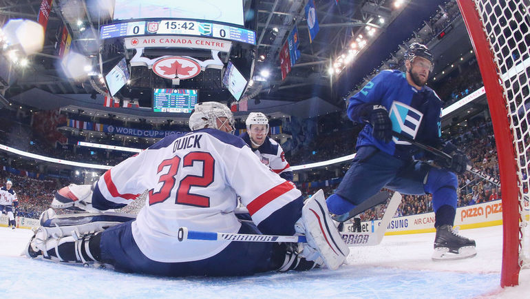 Сегодня. Торонто. Европы - США - 3:0. Мариан ГАБОРИК поражает ворота Джоната Куика. Фото AFP