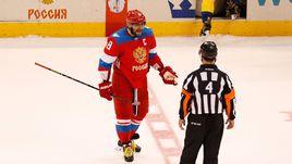 Воскресенье. Торонто. Россия - Швеция - 1:2. Александр ОВЕЧКИН спорит с судьями, не засчитавшими его второй гол.