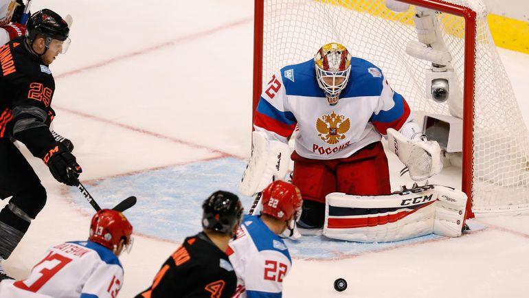 Сергей БОБРОВСКИЙ совершил в этом матче 43 сейва. Фото AFP