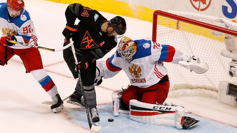 Сергей БОБРОВСКИЙ отражает бросок Моргана РИЛИ. Фото AFP