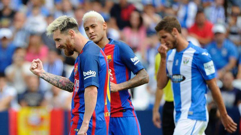 """Суббота. Леганес. """"Леганес"""" - """"Барселона"""" - 1:5. 55-я минута. Нападающий """"Барсы"""" Лионель МЕССИ (слева) забил пятый мяч в ворота хозяев. Фото AFP"""