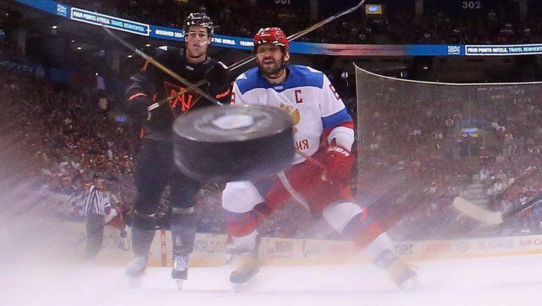 Понедельник. Торонто. Россия - Северная Америка - 4:3. Александр ОВЕЧКИН (справа). Фото REUTERS