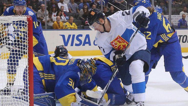 Сборная Финляндии в атаке в игре против Швеции. Фото ice.wch2016.com