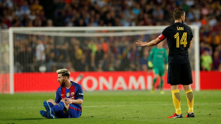 """Вчера. Барселона. """"Барселона"""" - """"Атлетико"""" - 1:1. Лионель МЕССИ и ГАБИ. Фото REUTERS"""