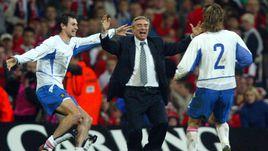 19 ноября 2003 года. Кардифф. Уэльс - Россия - 0:1. Егор ТИТОВ, Георгий ЯРЦЕВ и Вадим ЕВСЕЕВ (слева направо) празднуют выход на Euro-2004.