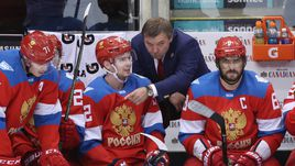 Четверг. Торонто. Россия - Финляндия - 3:0. Олег ЗНАРОК (в центре) дает указания подопечным.