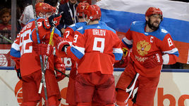 Четверг. Торонто. Россия - Финляндия - 3:0. Игроки сборной России празднуют победу.