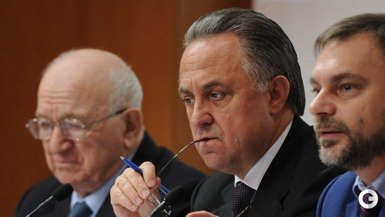 Сегодня. Москва. Внеочередная конференция Российского футбольного союза. Виталий МУТКО (в центре).