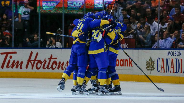 Ликуют шведские хоккеисты. Фото REUTERS