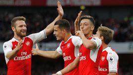 """Сегодня. Лондон. """"Арсенал"""" - """"Челси"""" - 3:0. """"Канониры"""" празднуют победу."""