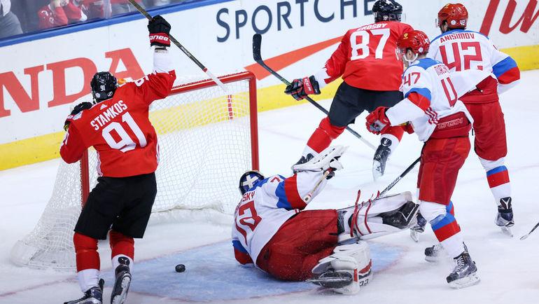 Суббота. Торонто. Канада - Россия - 5:3. Сидни КРОСБИ (№87) забрасывает первую шайбу в ворота россиян. Фото USA Today