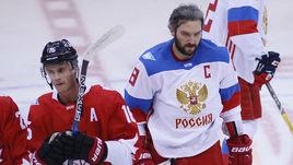 Суббота. Торонто. Канада - Россия - 5:3. Александр ОВЕЧКИН (справа) после финальной сирены.