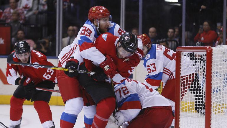 Никита НЕСТЕРОВ (№89) не дает Патрису БЕРЖЕРОНУ (№37) сыграть на отскоке. Фото USA Today