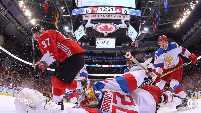 Суббота. Торонто. Канада – Россия – 5:3. Сидни КРОСБИ (слева) забивает первй гол в ворота сборной России.