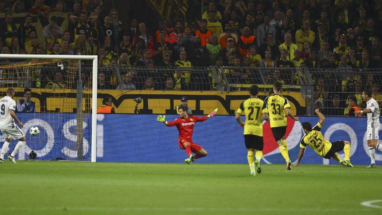 17-я минута. КРИШТИАНУ РОНАЛДУ (справа) открывает счет в матче. Фото REUTERS