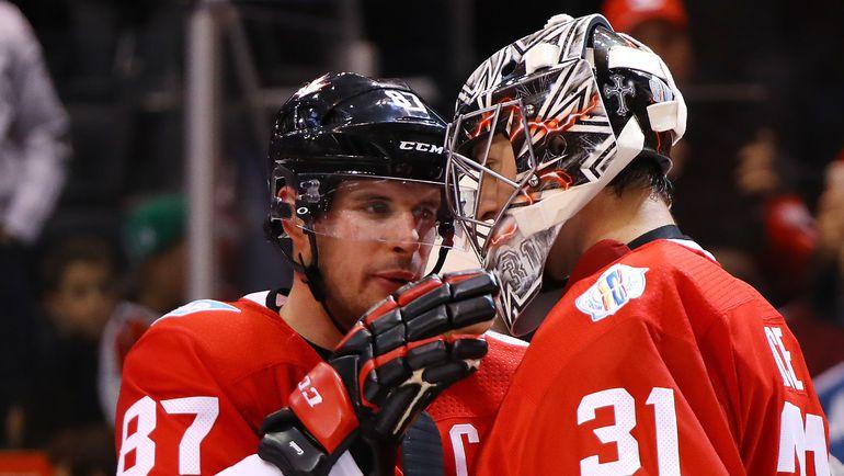 Капитан сборной Канады Сидни КРОСБИ и вратарь Кэри ПРАЙС. Фото AFP