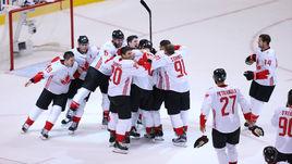 Четверг. Торонто. Европа - Канада - 1:2. Канадцы празднуют победу в турнире.