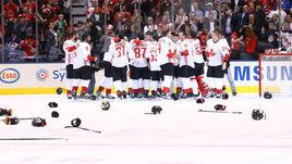 Вчера. Торонто. Европа - Канада - 1:2. Хоккеисты сборной Канады празднуют победу во втором матче финала Кубка мира.