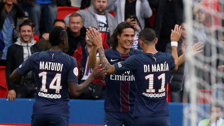 Эдинсон КАВАНИ (в центре) забил уже восьмой гол в чемпионате в этом сезоне. Фото REUTERS