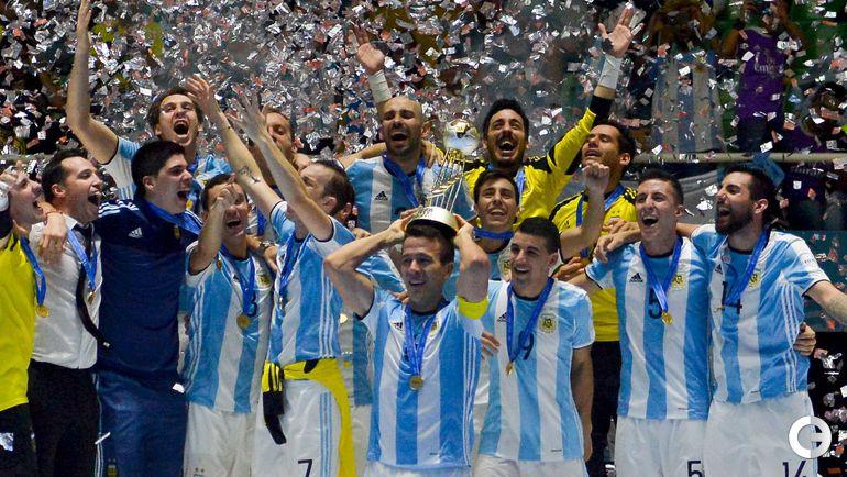 Суббота. Кали. Россия - Аргентина - 4:5. Сборная Аргентины радуется победе.