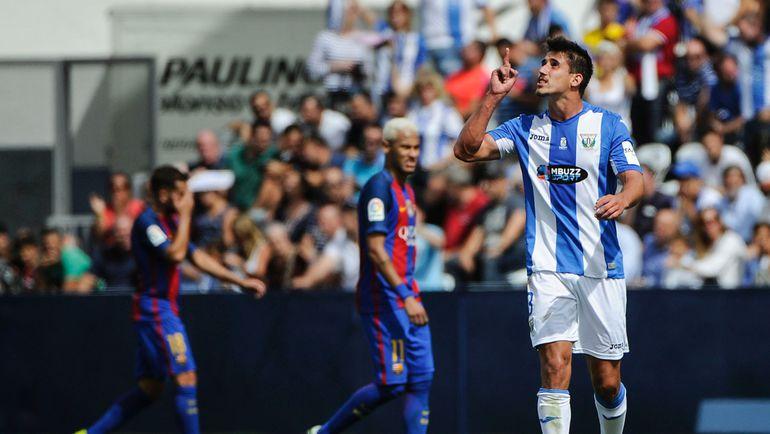 """ГАБРИЭЛЬ (справа) радуется голу в ворота """"Барселоны"""". Фото AFP"""