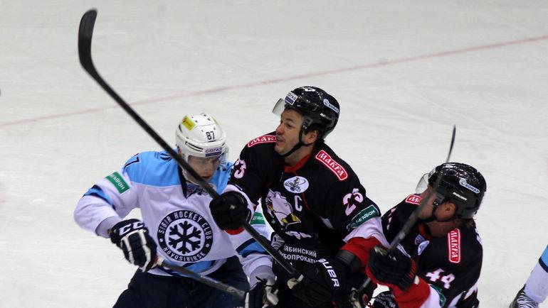 В 11 матчах ШАЛУНОВ набрал 12 (8+4) очка. Фото Игорь ЗОЛОТАРЕВ.