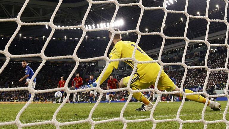 Вчера. Турин. Италия - Испания - 1:1. 82-я минута. Даниэле ДЕ РОССИ проводит ответный гол хозяев. Фото AFP
