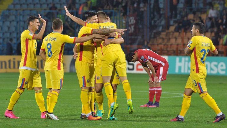 Вчера. Ереван. Армения - Румыния - 0:5. Гости отмечают один из пяти мячей. Фото REUTERS