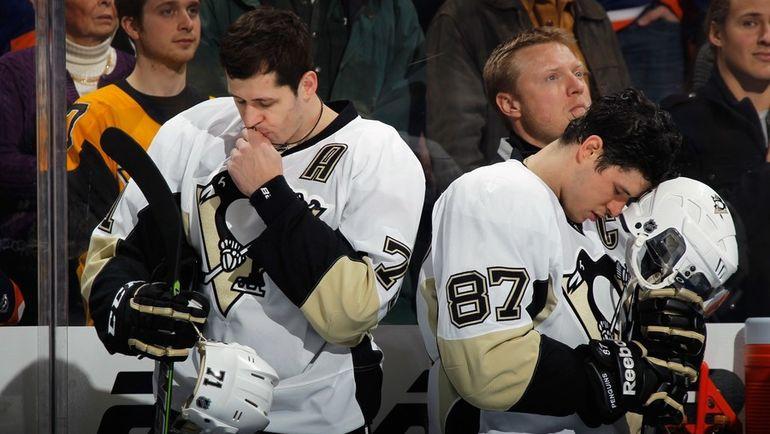 "Нападающие ""Питтсбурга"" Евгений МАЛКИН (слева) и Сидни КРОСБИ. Фото AFP"