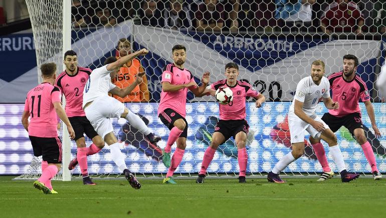 Вчера. Трнава. Словакия - Шотландия - 3:0. Первый гол Роберта МАКА. Фото Reuters
