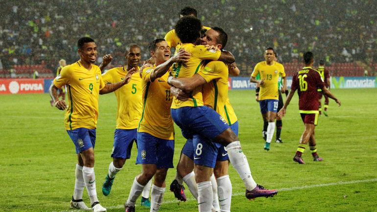 Вторник. Мерида. Венесуэла - Бразилия - 0:2. Игроки сборной Бразилии празднуют забитый гол. Фото REUTERS